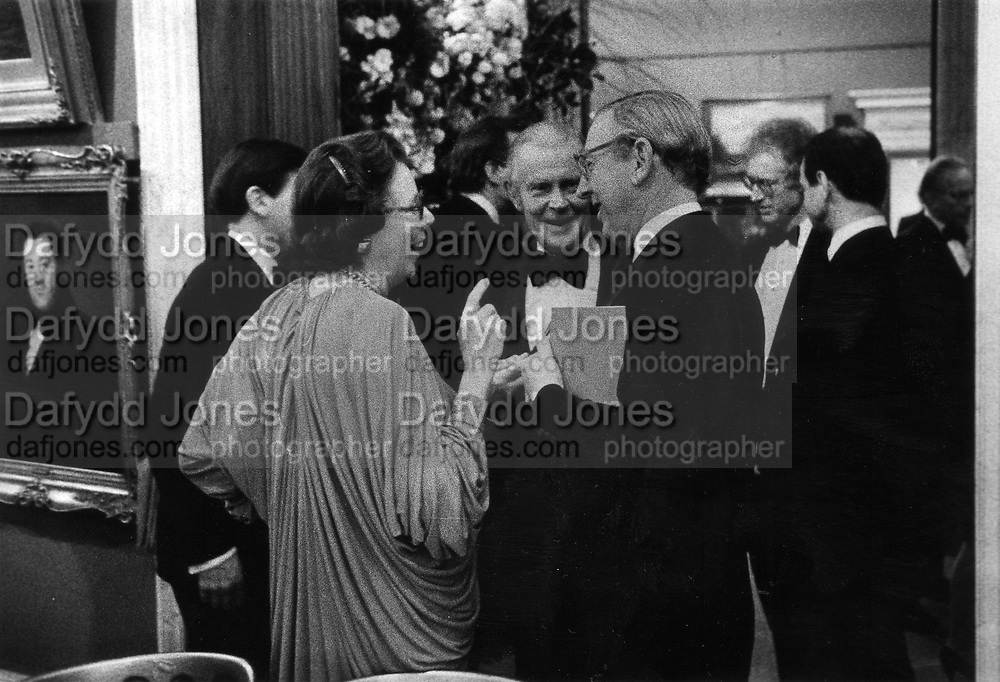 Lady Kitty and Frank Giles with Sir John Sainsbury at the Courtauld 23/3/1987 ONE TIME USE ONLY - DO NOT ARCHIVE  © Copyright Photograph by Dafydd Jones 66 Stockwell Park Rd. London SW9 0DA Tel 020 7733 0108 www.dafjones.com