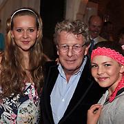 NLD/Naarden/20080401 - Het Arsenaal van jan des Bouvrie bestaat 15 jaar, Jan met kleinkinderen van Nicole