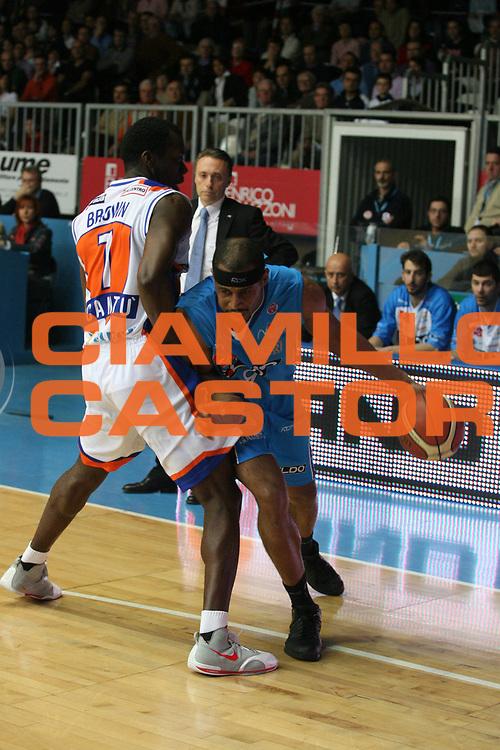 DESCRIZIONE : Cantu Lega A1 2007-08 Tisettanta Cantu Eldo Napoli <br /> GIOCATORE : Jamel Thomas <br /> SQUADRA : Eldo Napoli <br /> EVENTO : Campionato Lega A1 2007-2008 <br /> GARA : Tisettanta Cantu Eldo Napoli <br /> DATA : 15/03/2008 <br /> CATEGORIA : Palleggio <br /> SPORT : Pallacanestro <br /> AUTORE : Agenzia Ciamillo-Castoria/G.Ciamillo