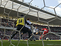 Photo: Andrew Unwin.<br />Middlesbrough v West Ham United. The Barclays Premiership. 17/04/2006.<br />Middlesbrough's Jimmy Floyd Hasselbaink (R) fires home his team's first goal.