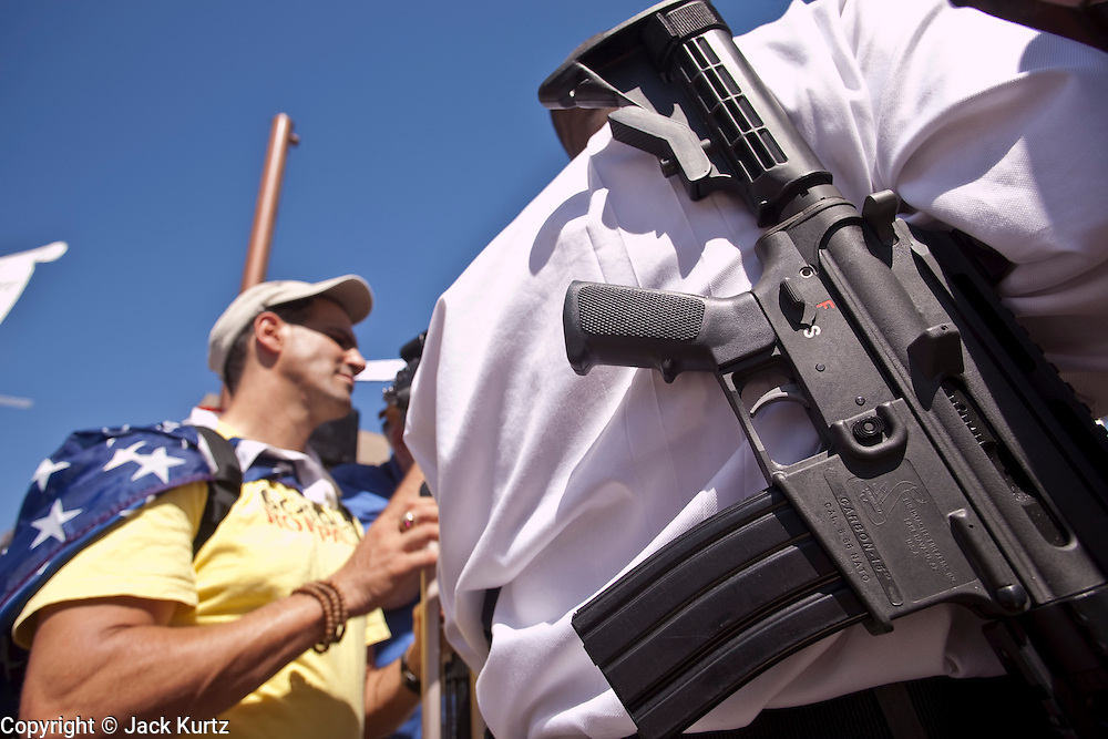 17 AUGUST 2009 -- PHOENIX, AZ: A man who supports the 2nd amendment carried a military style AR-15 type rifle during the rally opposed to Obama. About 5,000 people were expected to demonstrate in favor of President Obama's health care proposals. Nearly 1,500 showed up to demonstrate against the President. PHOTO BY JACK KURTZ