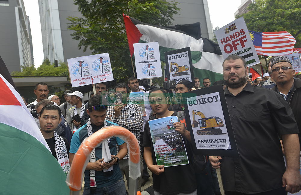 April 13, 2018 - Kuala Lumpur, Kuala Lumpur, Malaysia - Muslim demonstrators shout slogans as they hold placards during 'Great Return March' rally outside the U.S. embassy in Kuala Lumpur. (Credit Image: © Kepy via ZUMA Wire)