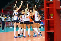 18-06-2016 ITA: World Grand Prix Italie - Nederland, Bari<br /> Nederland wint opnieuw van Italie, het ging moeizaam maar de 3-1 winst was genoeg / Vreugde bij Nedreland<br /> <br /> ***NETHERLANDS ONLY***
