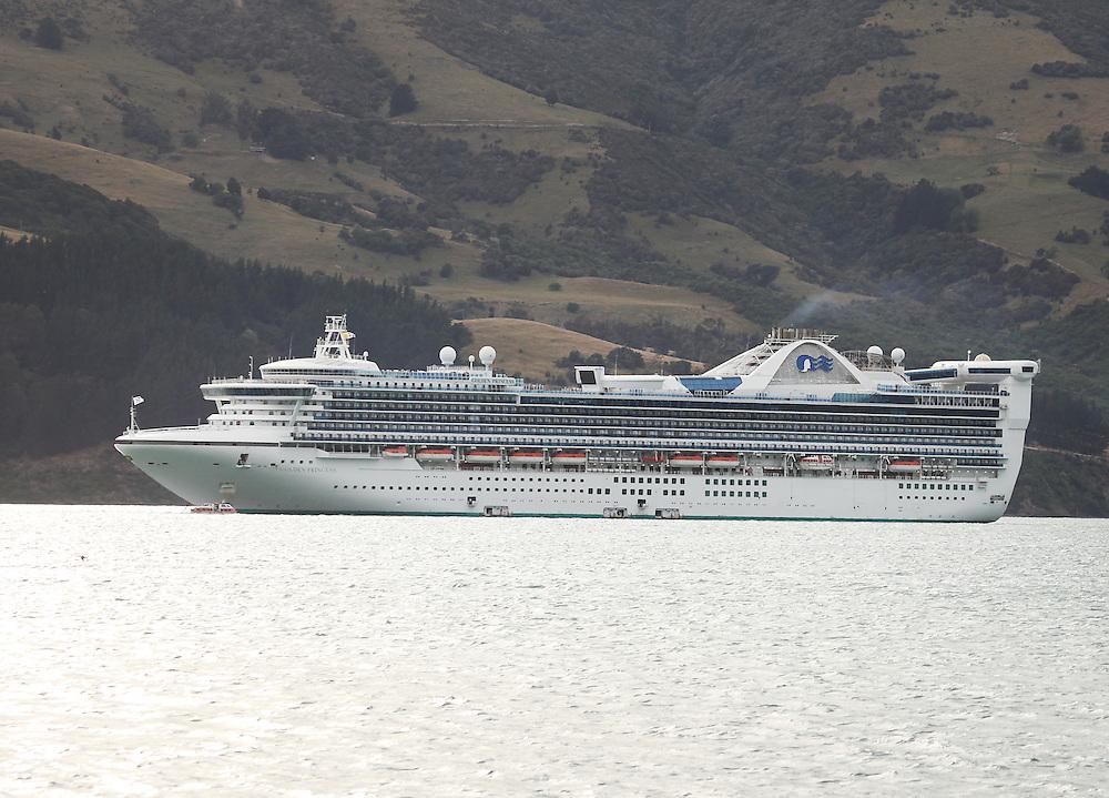 Cruise Ship the Golden Princess anchored in Akaroa Harbour, Wainui, New Zealand, Friday, 15 January, 2016.  Credit: SNPA / Pam Carmichael