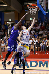 05.06.2017, Walfersamhalle, Kapfenberg, AUT, ABL Finale, ece Bulls Kapfenberg vs Redwell Gunners Oberwart, 4. Spiel, im Bild Cedric Kuakumensah (Redwell Gunners Oberwart) und Bogic Vujosevic (ece bulls Kapfenberg)N // during the Austrian Basketball League final round 4th match between ece Bulls Kapfenberg and Redwell Gunners Oberwart at the Walfersam Sportscenter, Kapfenberg, Austria on 2017/06/05, EXPA Pictures © 2017, PhotoCredit: EXPA/ Erwin Scheriau