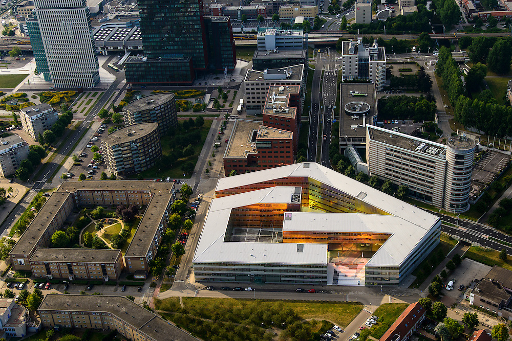 Nederland, Flevoland, Almere, 27-08-2013; Stadshart, met in UWV-gebouw (La Defense van UNStudio architectenbureau Ben van Berkel en Caroline Bos) in de voorgrond. Middenniveau de RABObank en USG (li), Station NS en WTC.<br /> Heart of the newly constructed city of Almere, most remarkable building UWV building (La Défense by UNStudio architect Ben van Berkel and Caroline Bos). High-rise WTC and the Rabobank next to the railway station.<br /> luchtfoto (toeslag op standaard tarieven);<br /> aerial photo (additional fee required);<br /> copyright foto/photo Siebe Swart.