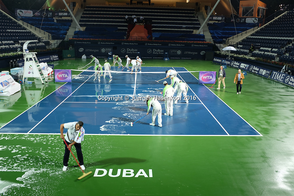 Dubai Tennis Feature 2016, Regenpause<br /> <br /> Tennis - Dubai Tennis Championships 2016 -  WTA -  Dubai Duty Free Tennis Stadium - Dubai  -  - United Arab Emirates  - 17 February 2016.