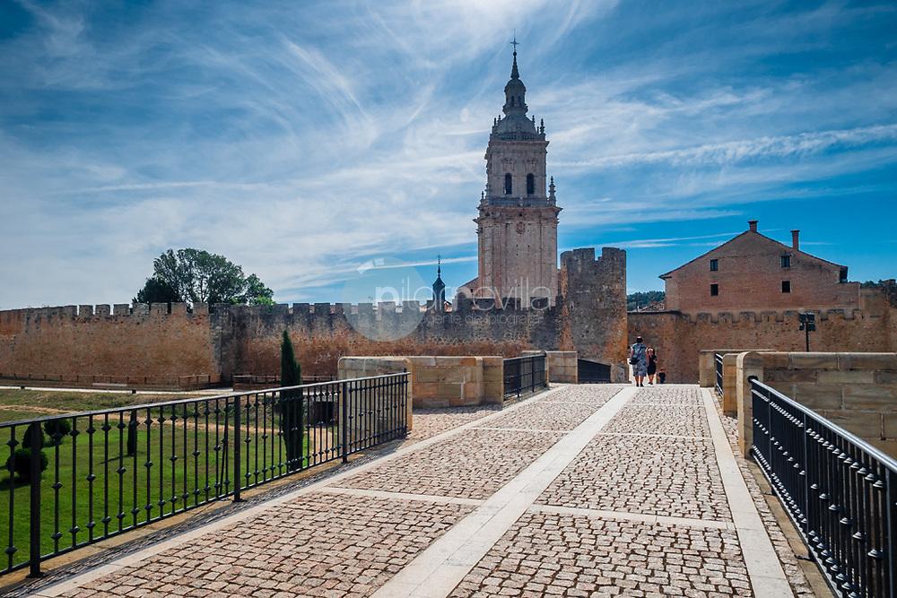 La torre de la catedral desde el puente romano. Burgo de Osma ©Country Sessions / PILAR REVILLA