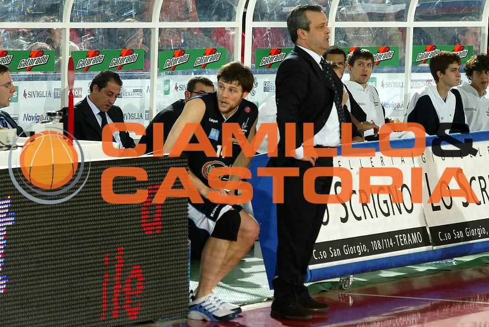 DESCRIZIONE : Teramo Lega A1 2005-06 Navigo.it Tramo Upea Capo Orlando <br /> GIOCATORE : Carter Perdichizzi <br /> SQUADRA : Upea Capo Orlando <br /> EVENTO : Campionato Lega A1 2005-2006 <br /> GARA : Navigo.it Tramo Upea Capo Orlando <br /> DATA : 08/01/2006 <br /> CATEGORIA : Ritratto <br /> SPORT : Pallacanestro <br /> AUTORE : Agenzia Ciamillo-Castoria/G.Ciamillo