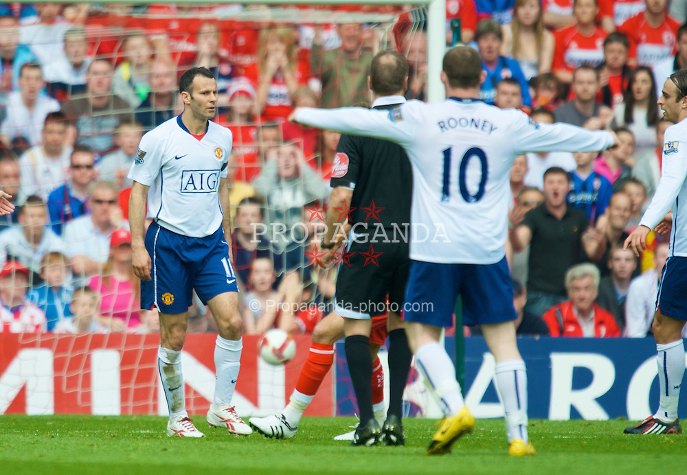 MIDDLESBROUGH, ENGLAND - Saturday, May 2, 2009: Manchester United's Ryan Giggs nonchalantly celebrates scoring the opening goal against Middlesbrough during the Premiership match at the Riverside Stadium. (Pic by David Rawcliffe/Propaganda)