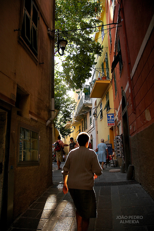 Woman at the streets of Corniglia