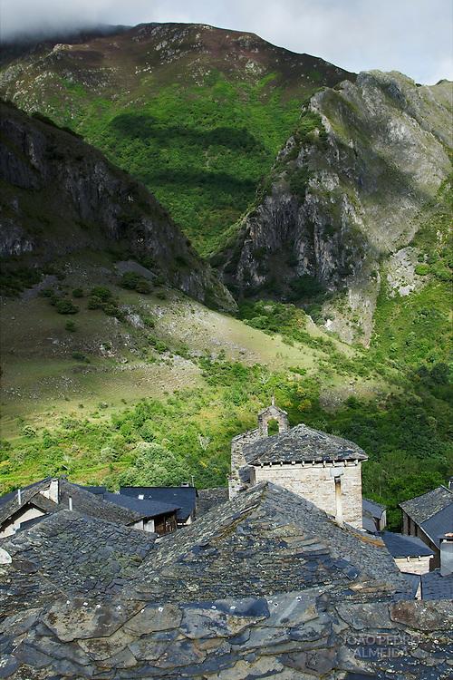 Rooftops at the small village of  peñalba de santiago