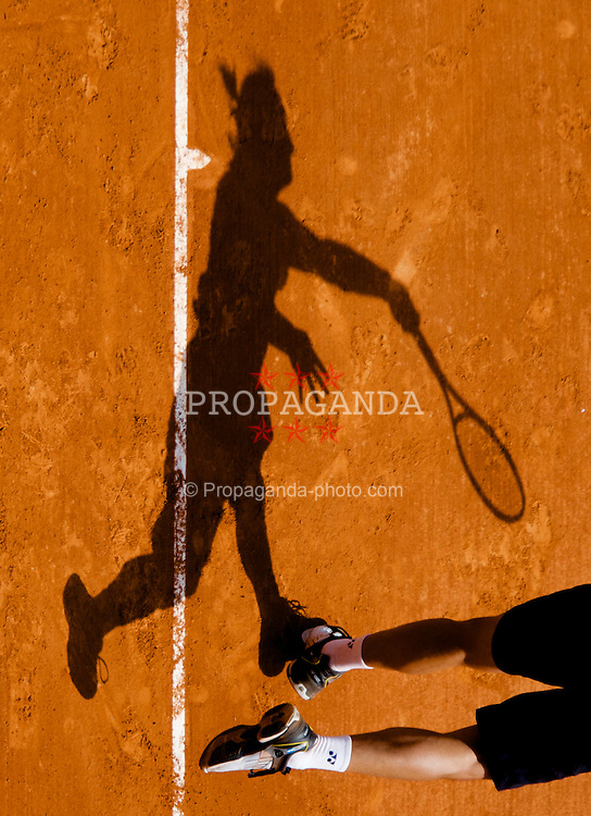 MONTE-CARLO, MONACO - Friday, April 25, 2008: The shadow of David Nalbandian (ARG) during the fourth round of the Masters Series Monte-Carlo at the Monte-Carlo Country Club. (Photo by David Rawcliffe/Propaganda)