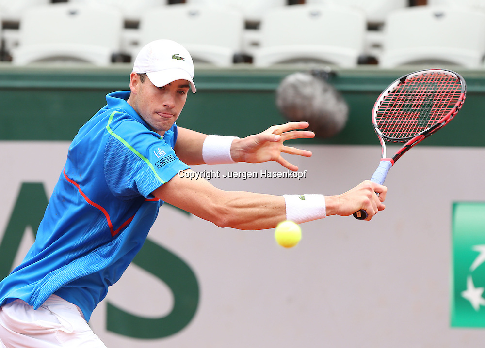 French Open 2014, Roland Garros,Paris,ITF Grand Slam Tennis Tournament,<br /> John Isner (USA),Aktion, Einzelbild,Halbkoerper, Querformat,