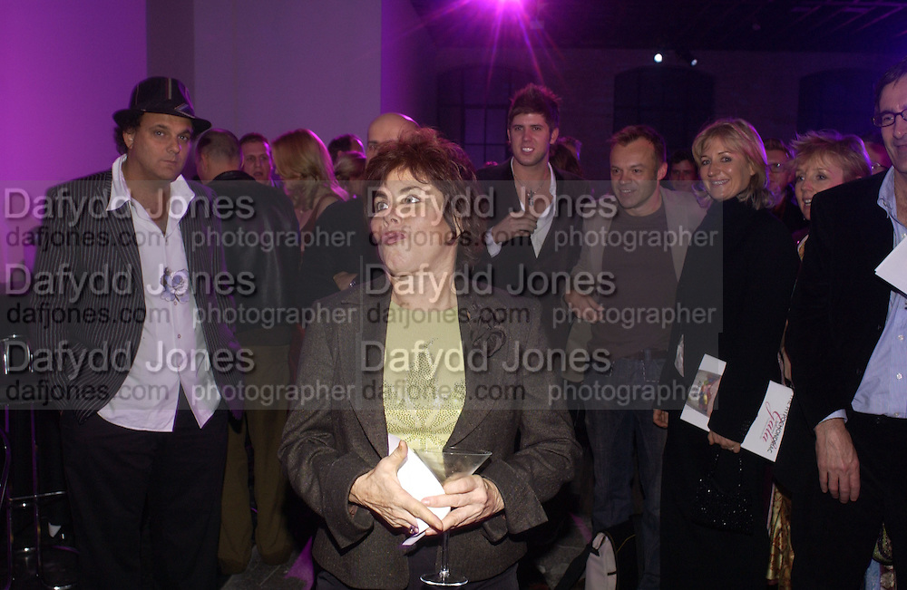 Ruby Wax, The Almeida Theatre Charity Christmas Gala, to raise funds for the theatre, at the Victoria Miro Gallery, London.  1 December  2005. ONE TIME USE ONLY - DO NOT ARCHIVE  © Copyright Photograph by Dafydd Jones 66 Stockwell Park Rd. London SW9 0DA Tel 020 7733 0108 www.dafjones.com
