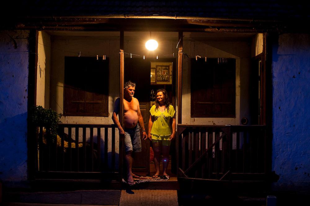 Domingos Martins_ES, Brasil...Casal em uma casa rural em Domingos Martins...A couple in the rural home in Domingos Martins...Foto: LEO DRUMOND / NITRO