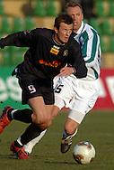 n/z.: Konrad Golos (nr9-Polonia) , Igor Koziol (nr15-Groclin)  podczas meczu ligowego Groclin Grodzisk Wlkp. (biale) - Polonia Warszawa (czarne) 5:0 , I liga polska , 14 kolejka sezon 2004/2005 , pilka nozna , Polska , Grodzisk Wielkopolski , 13-03-2005 , fot.: Adam Nurkiewicz / mediasport..Konrad Golos (nr9-Polonia) , Igor Koziol (nr15-Groclin) fight for the ball during Polish league first division soccer match in Grodzisk Wielkopolski. March 13, 2005 ; Groclin Grodzisk Wlkp. (white) - Polonia Warszawa (black) 5:0 ; first division , 14 round season 2004/2005 , football , Poland , Grodzisk Wielkopolski ( Photo by Adam Nurkiewicz / mediasport )