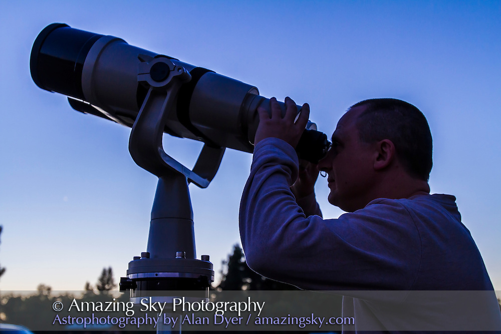 Dan Kulak from Winnipeg at the eyepieces of his massive Nikon 150mm binoculars. The views are amazing! Taken at SSSP 2012.
