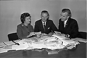 03/09/1963<br /> 09/03/1963<br /> 03 September 1963<br /> Judging Brown and Polson competition at Arks Advertising at 16 Harcourt Street, Dublin. Brown and Polson were well known producers of cornflour and custard powder based in Paisley, Scotland.