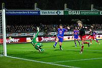 ROTTERDAM - SBV Excelsior - Feyenoord , Voetbal , Seizoen 2015/2016 , Eredivisie , Stadion Woudestein , 28-11-2015 , Excelsior speler Tom van Weert (r) schiet de bal hard langs Keeper van Feyenoord Kenneth Vermeer (l) en vol op de paal