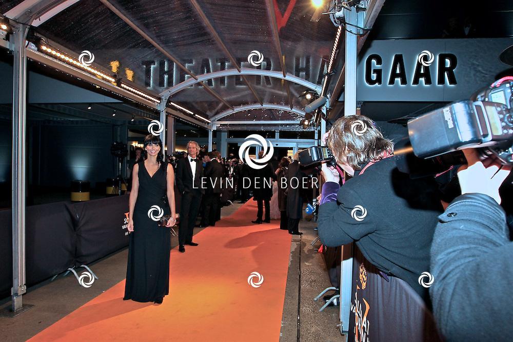 KATWIJK - Sandra Schuurhof zaterdag op de oranje loper van de galapremiere van Soldaat van Oranje - de Musical in de Theater Hangaar op de oude vliegbasis Valkenburg bij Katwijk. FOTO LEVIN DEN BOER - PERSFOTO.NU