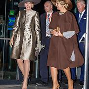 NLD/Amsterdam/20161128 - Belgisch Koningspaar start staatsbezoek aan Nederland, Konigin Maxima met Koningin Mathilde
