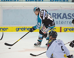 09.10.2015, Keine Sorgen Eisarena, Linz, AUT, EBEL, EHC Liwest Black Wings Linz vs Dornbirner Eishockey Club, 9. Runde, im Bild Brett McLean (EHC Liwest Black Wings Linz) // during the Erste Bank Icehockey League 9th round match between EHC Liwest Black Wings Linz and Dornbirner Eishockey Club at the Keine Sorgen Icearena, Linz, Austria on 2015/10/09. EXPA Pictures © 2015, PhotoCredit: EXPA/ Reinhard Eisenbauer