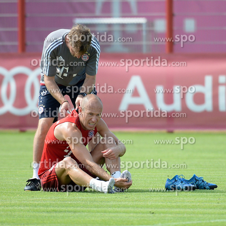 06.07.2015, Saebener Strasse, Muenchen, GER, 1. FBL, FC Bayern Muenchen, Training, im Bild vl. Arjen Robben ( FC Bayern Muenchen ) // during a Trainingssession of German Bundesliga Club FC Bayern Munich at the Saebener Strasse in Muenchen, Germany on 2015/07/06. EXPA Pictures &copy; 2015, PhotoCredit: EXPA/ Eibner-Pressefoto/ Vallejos<br /> <br /> *****ATTENTION - OUT of GER*****