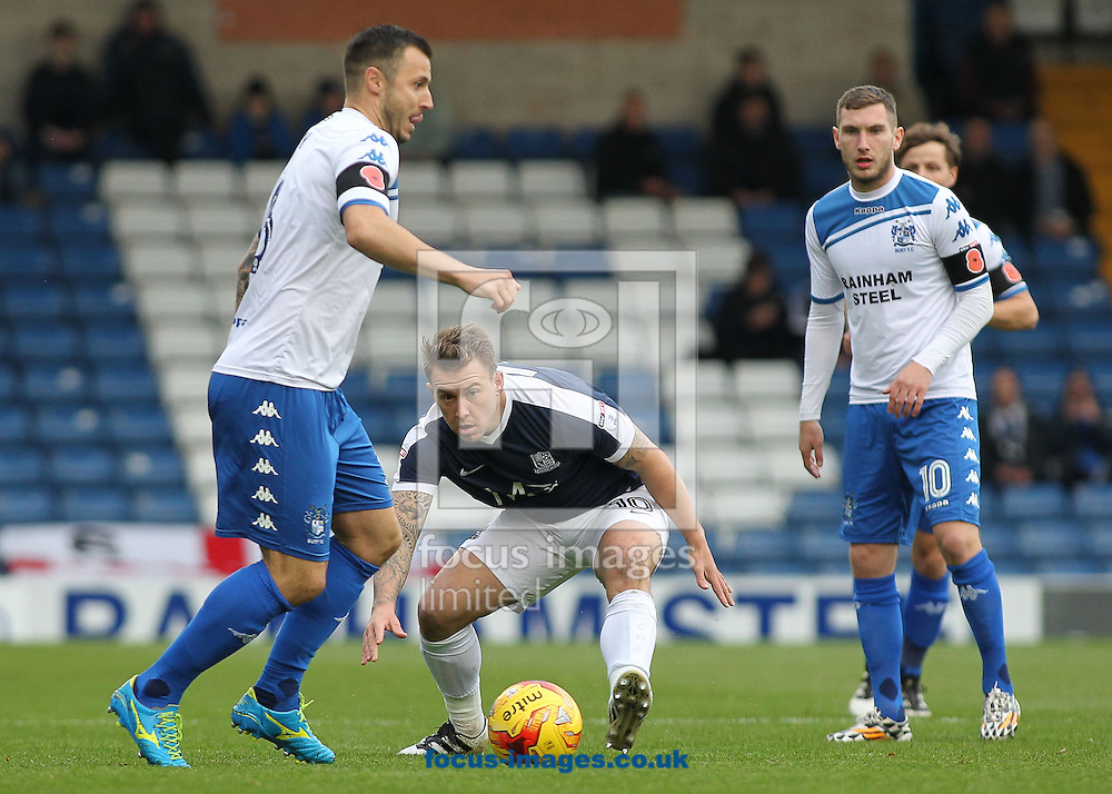 Antony Kay of Bury and Simon Cox of Southend United in action during the Sky Bet League 1 match at Gigg Lane, Bury.<br /> Picture by Michael Sedgwick/Focus Images Ltd +44 7900 363072<br /> 12/11/2016