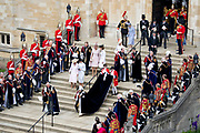 "Koning Willem Alexander wordt door Hare Majesteit Koningin Elizabeth II geïnstalleerd in de 'Most Noble Order of the Garter'. Tijdens een jaarlijkse ceremonie in St. Georgekapel, Windsor Castle, wordt hij geïnstalleerd als 'Supernumerary Knight of the Garter'.<br /> <br /> King Willem Alexander is installed by Her Majesty Queen Elizabeth II in the ""Most Noble Order of the Garter"". During an annual ceremony in St. George's Chapel, Windsor Castle, he is installed as ""Supernumerary Knight of the Garter"".<br /> <br /> Op de foto / On the photo:  Koningin Elizabeth met Prins Charles van Wales / Queen Elizabeth with Prince Charles of Wales"