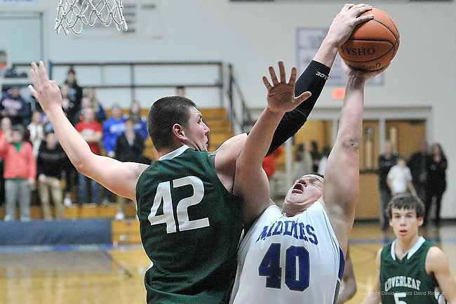 Cloverleaf High School at Midview High School boys varsity basketball on December 27, 2013. Images © David Richard and may not be copied, posted, published or printed without permission.