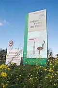 "Señalización oficial de ""Reserva Natural"". Laguna de Fuente de Piedra, Málaga, España."