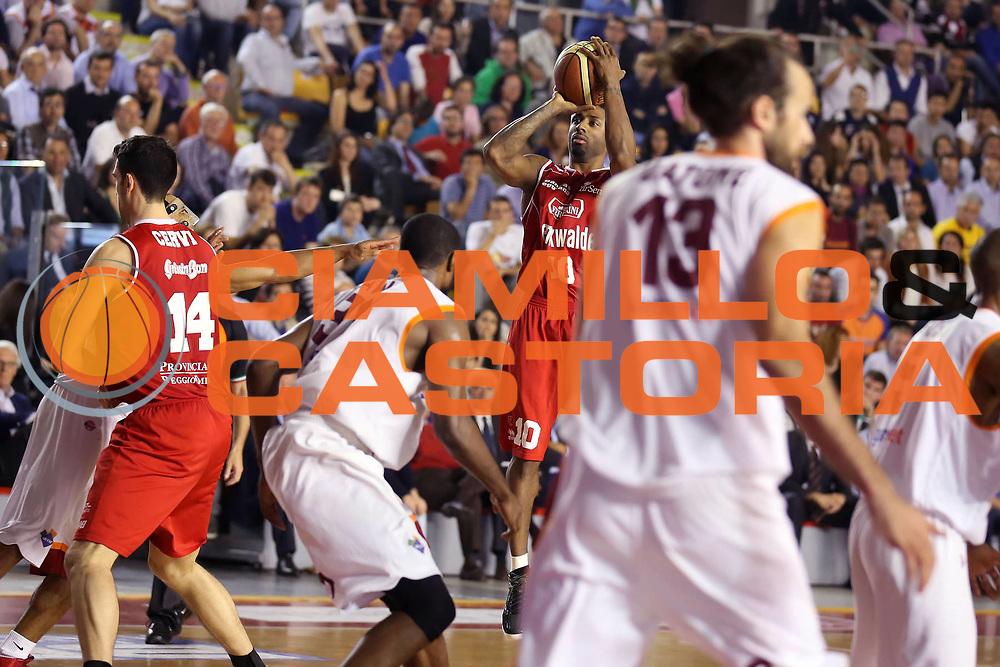 DESCRIZIONE : Roma Lega A 2012-2013 Acea Roma Trenkwalder Reggio Emilia playoff quarti di finale gara 7<br /> GIOCATORE : Troy Bell<br /> CATEGORIA : tiro<br /> SQUADRA : Trenkwalder Reggio Emilia<br /> EVENTO : Campionato Lega A 2012-2013 playoff quarti di finale gara 7<br /> GARA : Acea Roma Trenkwalder Reggio Emilia<br /> DATA : 21/05/2013<br /> SPORT : Pallacanestro <br /> AUTORE : Agenzia Ciamillo-Castoria/ElioCastoria<br /> Galleria : Lega Basket A 2012-2013  <br /> Fotonotizia : Roma Lega A 2012-2013 Acea Roma Trenkwalder Reggio Emilia playoff quarti di finale gara 7<br /> Predefinita :
