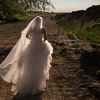 Mireasa la sedinta foto trash the dress in Timisoara, Romania