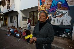 """Localizada no bairro Cidade Baixa, o Quilombo do Areal foi reconhecido pelo governo federal, através de um decreto de lei. No local, são aproximadamente 80 famílias que vivem em uma das últimas """"avenidas"""" da região, a Luís Guaranha, historicamente ocupada por famílias negras. A associação de moradores do local, presidida pela dona Gessi da Rosa Fontoura, realiza atividades na comunidade com o intuito de preservar a identidade cultural da região. FOTO: Lucas Uebel/Preview.com"""