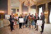 Koningin Maxima reikt Appeltjes van Oranje 2016 uit