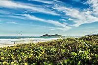 Praia do Campeche e Ilha do Campeche ao fundo. Florianópolis, Santa Catarina, Brasil. / Campeche Beach and Campeche Island in the background. Florianópolis, Santa Catarina, Brazil.