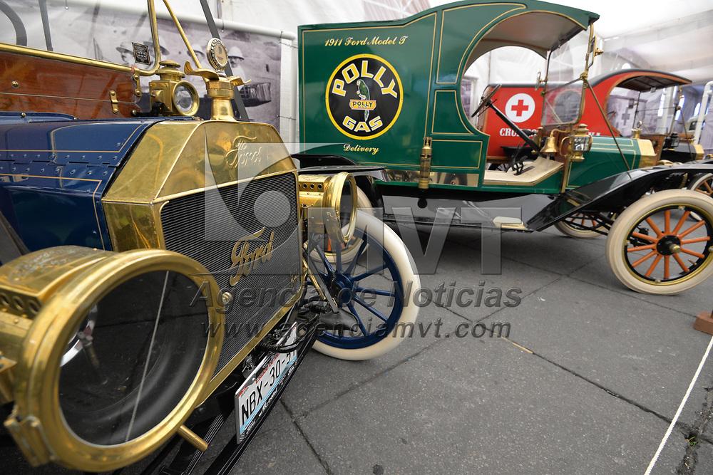 Toluca, México.- (Mayo 25, 2018).- Con más de 200 autos clásicos en exhibición abrió sus puertas El Salón del Automóvil en la Plaza de los Mártires, del 25 al 27 de mayo. Agencia MVT / Crisanta Espinosa.