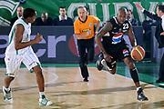 DESCRIZIONE : Avellino Lega A 2009-10 Air Avellino Pepsi Juve Caserta<br /> GIOCATORE : Ebi Ere<br /> SQUADRA : Pepsi Juve Caserta<br /> EVENTO : Campionato Lega A 2009-2010<br /> GARA : Air Avellino Pepsi Juve Caserta<br /> DATA : 19/12/2009<br /> CATEGORIA : Contropiede Curiosita Atletica Arbitro<br /> SPORT : Pallacanestro<br /> AUTORE : Agenzia Ciamillo-Castoria/GiulioCiamillo<br /> Galleria : Lega Basket A 2009-2010 <br /> Fotonotizia : Avellino Campionato Italiano Lega A 2009-2010 Air Avellino Pepsi Juve Caserta<br /> Predefinita :