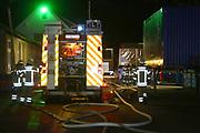 Mannheim. 09.03.17   ID 019  <br /> Rheinau. Hafen. Brand einer Lagerhalle beim Automobilzulieferer GMD Thermoplast GmbH. Feuerwehr ist im Einsatz.<br /> <br />  In den frühen Morgenstunden am 09.03.2017 kam es <br /> in Mannheim-Rheinau, Edinger Riedweg zu einem Brand auf einem <br /> Firmengelände. Aus nicht bekannter Ursache gerieten zwei leere <br /> Plastikfässer und mehrere Arbeitsgeräte in Brand. Verletzt wurde <br /> niemand. Der entstandene Sachschaden kann noch nicht beziffert <br /> werden. Während der Einsatzmaßnahmen wurde der Edinger Riedweg für <br /> ca. 1,5 Stunden gesperrt. Zu größeren Verkehrsbehinderungen kam es <br /> nicht.<br /> <br /> Bild: Markus Proßwitz 09MAR17 / masterpress