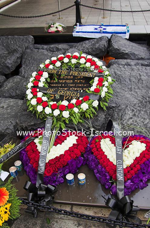 wreaths from senator Hillary and Bill Clinton on Yitzhak Rabin memorial, on the tenth year of his assassination, Tel aviv Israel November 2005