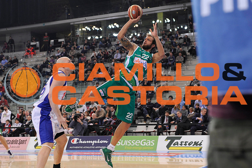 DESCRIZIONE : Torino Coppa Italia Final Eight 2012 Quarti Di Finale Bennet Cantu Sidigas Avellino<br /> GIOCATORE : Mattia Soloperto<br /> CATEGORIA : passaggio penetrazione equilibrio<br /> SQUADRA : Sidigas Avellino<br /> EVENTO : Suisse Gas Basket Coppa Italia Final Eight 2012<br /> GARA : Bennet Cantu Sidigas Avellino<br /> DATA : 17/02/2012<br /> SPORT : Pallacanestro<br /> AUTORE : Agenzia Ciamillo-Castoria/C.De Massis<br /> Galleria : Final Eight Coppa Italia 2012<br /> Fotonotizia : Torino Coppa Italia Final Eight 2012 Quarti Di Finale Bennet Cantu Sidigas Avellino<br /> Predefinita :