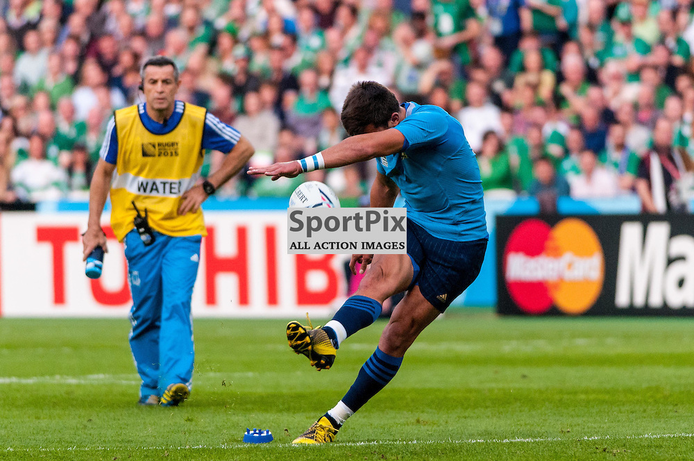 Tommaso Allan of Italy kicks a penalty. Action from the Ireland v Italy pool game at the 2015 Rugby World Cup at Queen Elizabeth Stadium in London, 4 October 2015. (c) Paul J Roberts / Sportpix.org.uk