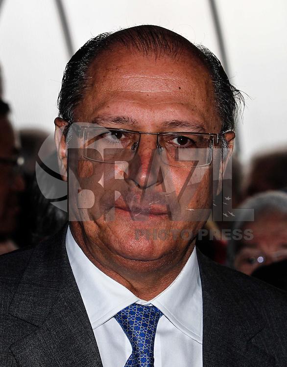 ATENCAO EDITOR IMAGEM EMBARGADA PARA VEICULOS INTERNACIONAIS - SAO PAULO, SP, 14 DE JANEIRO 2013 - ABERTURA COUROMODA 40 ANOS - O governador de Sao Paulo Geraldo Alckmin (PSDB) durante cerimonia de abertura da Couromoda 2013, o mais importante encontro de moda e negócios entre a indústria e o varejo de calçados e acessórios, no Complexo do Anhembi na regiao norte da capital paulista, nesta segunda-feira, 14. FOTO: VANESSA CARVALHO / BRAZIL PHOTO PRESS).