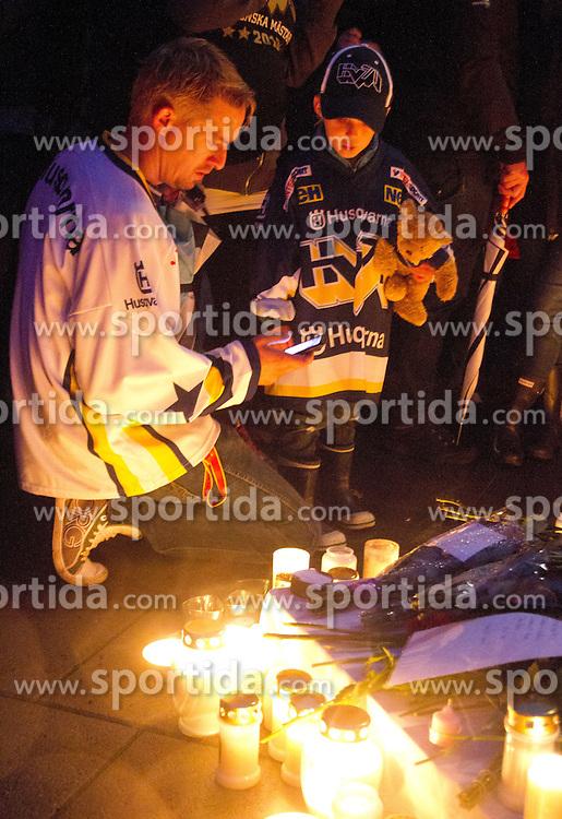08.09.2011, Kinnarps Arena, Jönköping, SWE, Gedenkfeier für den Swedischen Eishockeyspieler Stefan Liv der am Mitwoch den 7.6.2011 beim absturz eines Passagierflugzeugs mit seinen Teamkollegen des russischen Eishockey Club HC Lokomotiv Jaroslawl ums Leben kam // during memorial ceremony for Swedish Stefan Liv. He was one of the passengers of the tragic airplane crash in Russia on Wednesday in which the members of Ice Hockey team of the Russian HC Lokomotiv Jaroslawl were killed. EXPA Pictures © 2011, PhotoCredit: EXPA/ PICAGENCY Skycam +++++ ATTENTION - OUT OF SWEDEN +++++