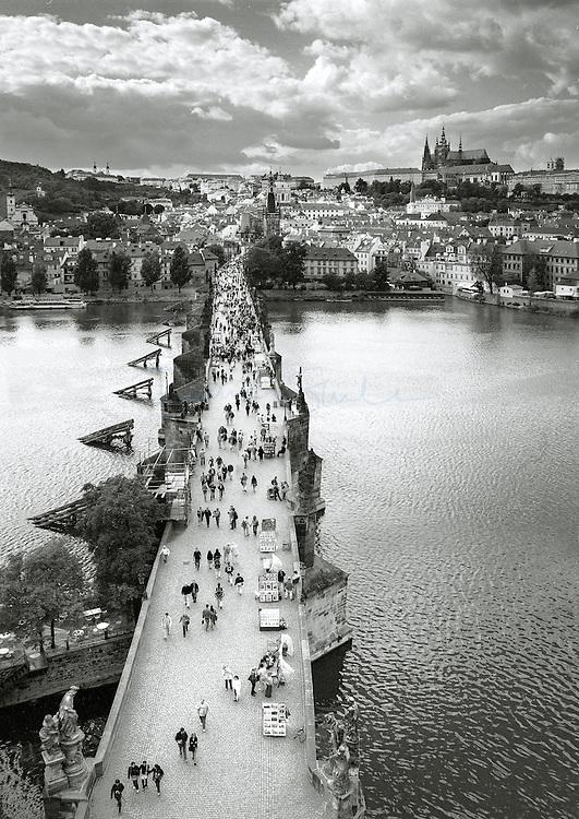 Charles Bridge and Pravský hrad (Prague casle), Prague, Czech Republic