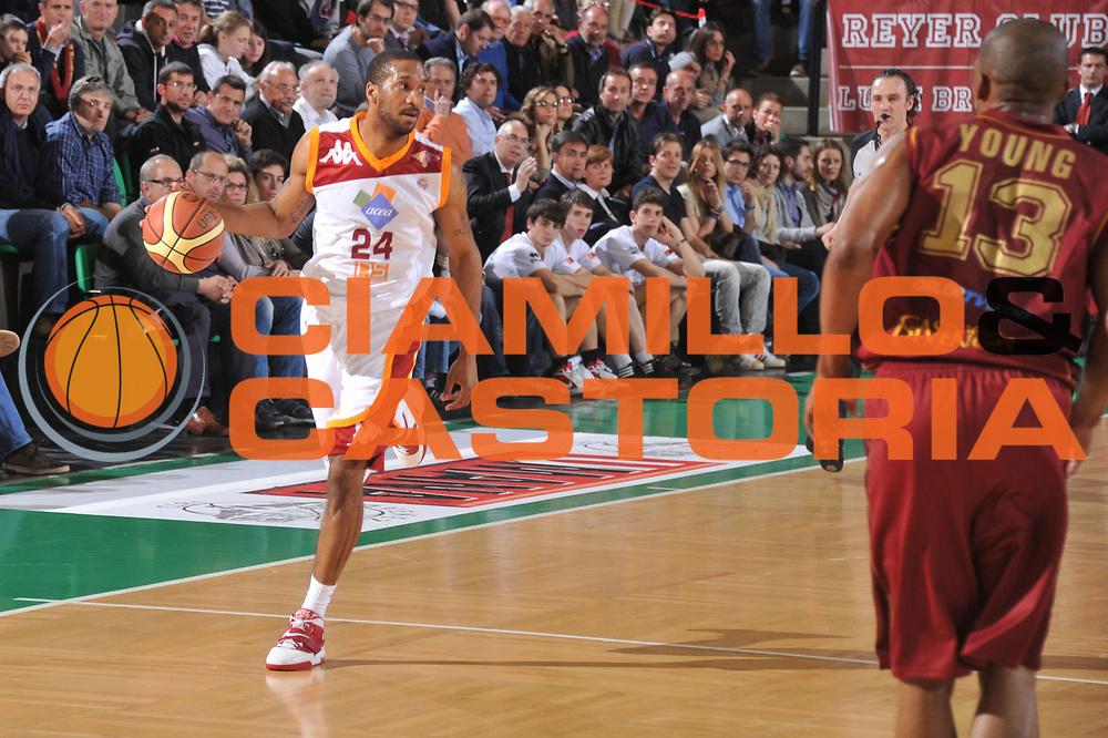 DESCRIZIONE : Treviso Lega A 2011-12 Umana Venezia Acea Roma<br /> GIOCATORE : clay tucker<br /> CATEGORIA :  palleggio<br /> SQUADRA : Umana Venezia Acea Roma <br /> EVENTO : Campionato Lega A 2011-2012<br /> GARA : Umana Venezia Acea Roma <br /> DATA : 22/04/2012<br /> SPORT : Pallacanestro<br /> AUTORE : Agenzia Ciamillo-Castoria/M.Gregolin<br /> Galleria : Lega Basket A 2011-2012<br /> Fotonotizia :  Treviso Lega A 2011-12 Umana Venezia Acea Roma <br /> Predefinita :