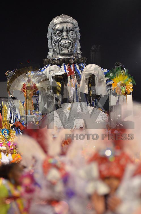 SAO PAULO, SP, 11 FEVEREIRO 2013 - CARNAVAL SP - IMPERADOR DO IPIRANGA - Integrantes da escola de samba Imperador do Ipiranga durante desfile do Grupo de Acesso no Sambódromo do Anhembi na região norte da capital paulista, neste domingo, 11 FOTO: LEVI BIANCO - BRAZIL PHOTO PRESS