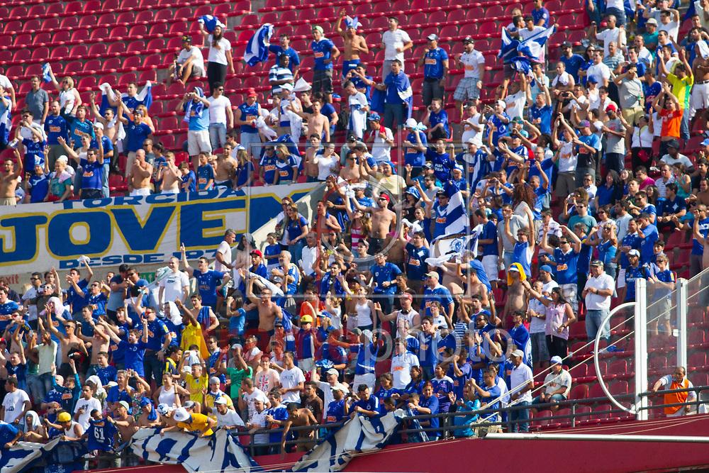São Paulo (SP), 14/09/2014 - Torcida mineira durante partida entre São Paulo e Cruzeiro na tarde deste domingo (14/09), no estádio do Morumbi, pelo Campeonato Brasileiro. Foto: Anderson Rodrigues/Frame