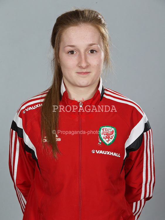 NEWPORT, WALES - Sunday, February 8, 2015: Wales' Chloe Lloyd. (Pic by David Rawcliffe/Propaganda)